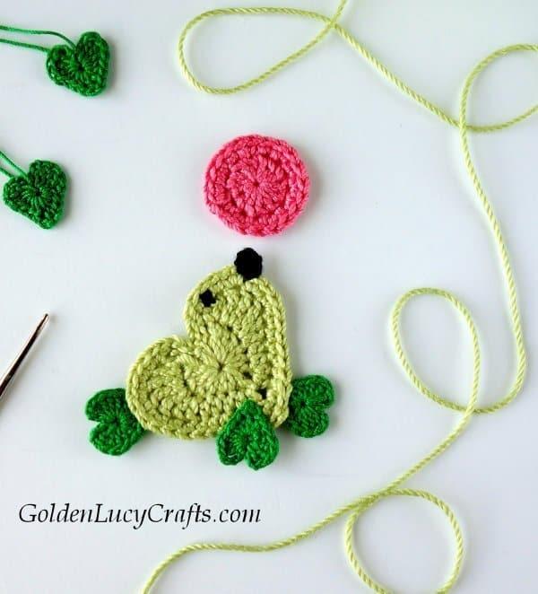 Crochet seal applique, heart seal free crochet pattern