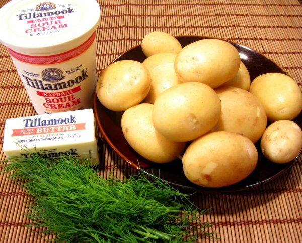 New potatoes with sour cream and dill, Ukrainian recipe