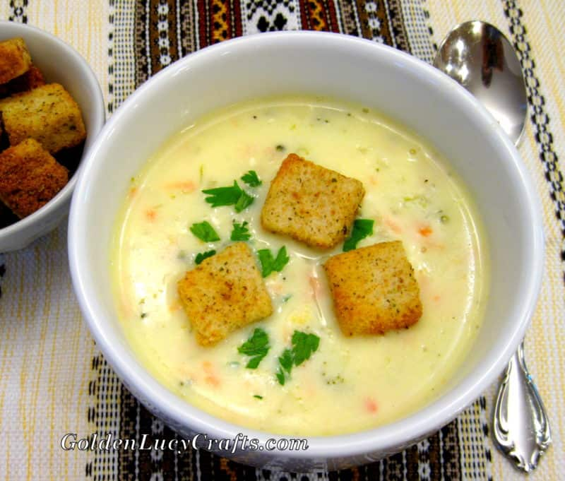 Cheesy Soup with Chicken and Broccoli