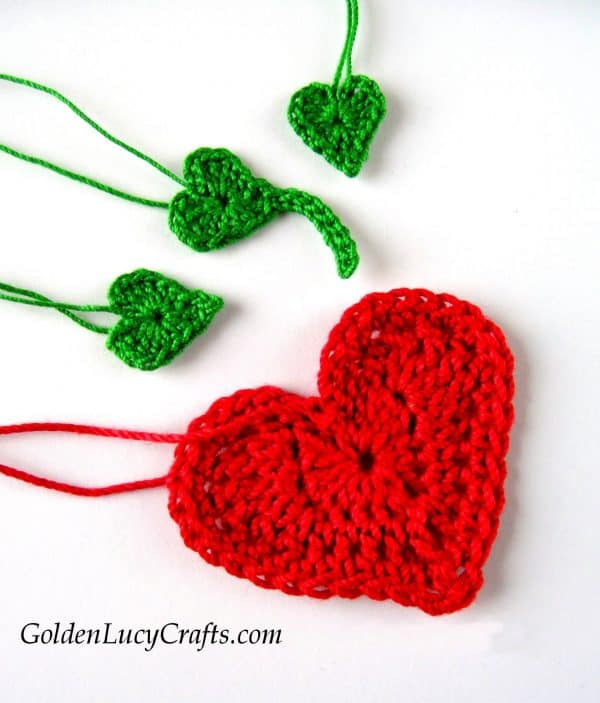 Crochet applique, heart strawberry, free pattern