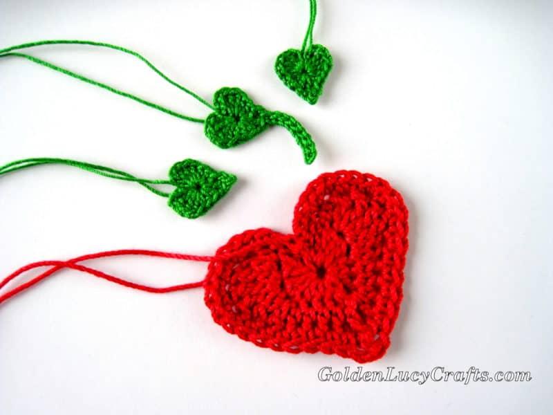 Crochet strawberry applique free pattern heart shaped