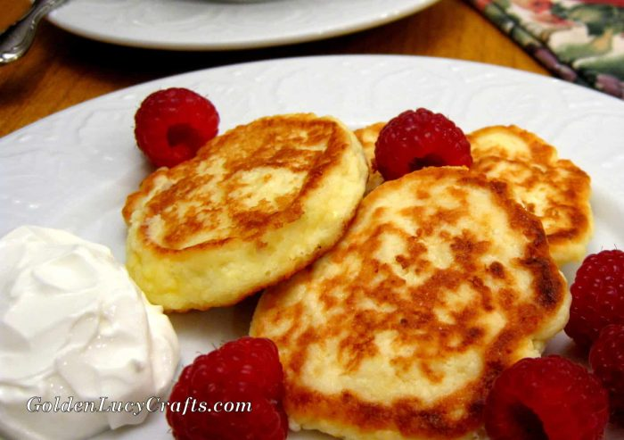 Farmer cheese pancakes recipe, Ukrainian syrniki
