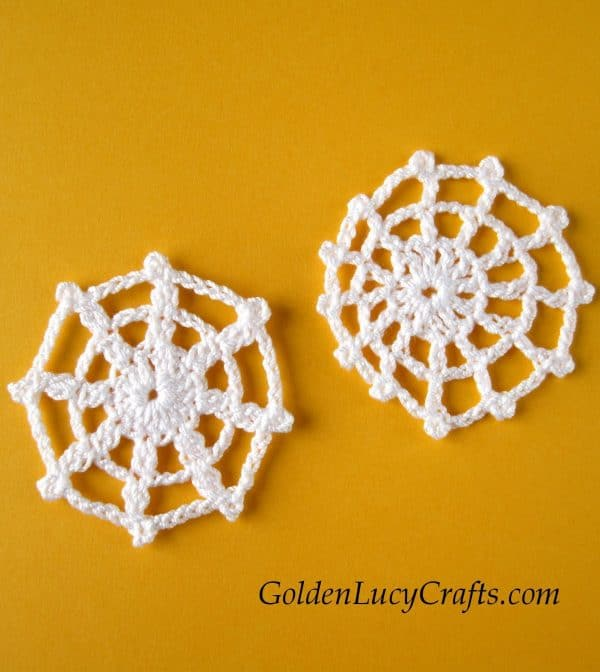 Crochet Halloween decorations spider web applique, free pattern