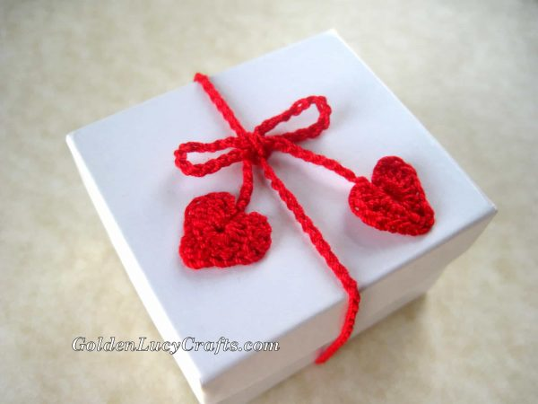 Crochet gift wrapping ribbons