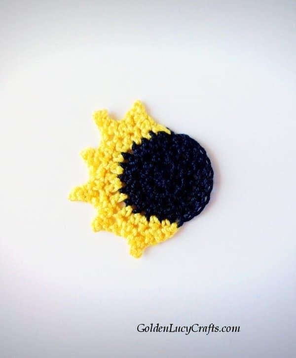 Crochet solar eclipse, free pattern
