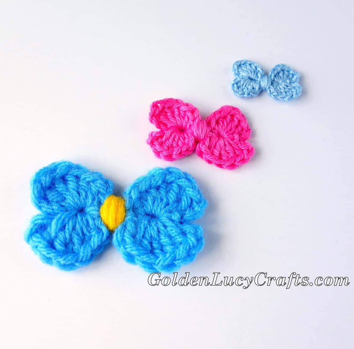Three crochet bows in different sizes - large, medium and small.