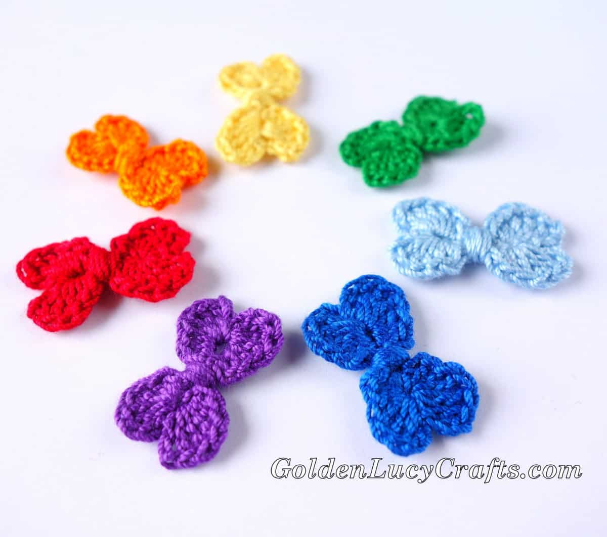 Crochet small bows in colors of rainbow.