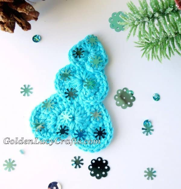 Chrochet heart-shaped Christmas tree applique
