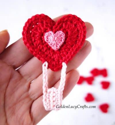 Crochet heart-shaped hot air balloon applique