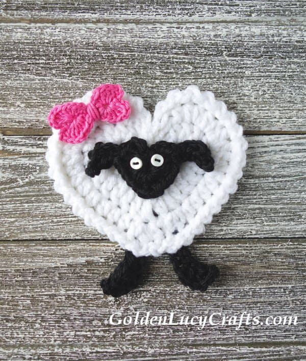 Crochet sheep applique, heart sheep, free pattern, Valentine's Day