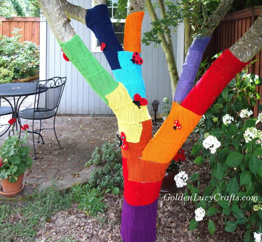 Yarn bombing, yarn tree, crochet graffiti