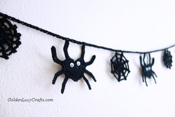 Crochet Halloween Garland, Spider Garland
