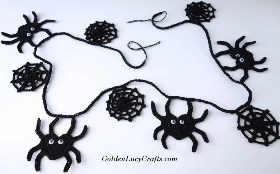 Crochet Halloween decoration idea, spider garland