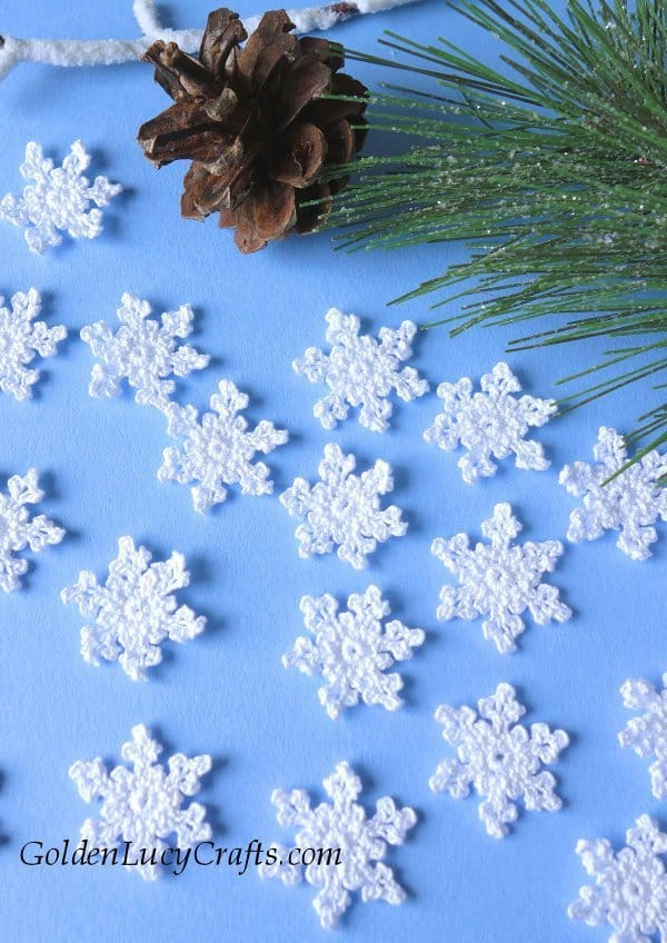 Crochet small snowflakes, free pattern