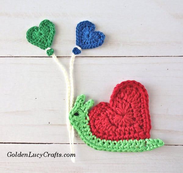 Crochet Snail Applique, heart-shaped snail, Valentines crochet snail, snail free crochet pattern