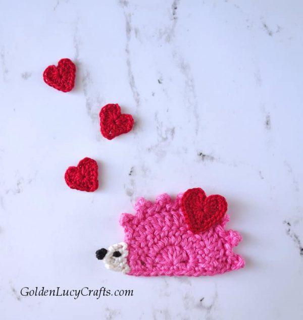 Crochet hedgehog, Valentine's Day Hedgehog, Valentine hedgehog, free crochet pattern