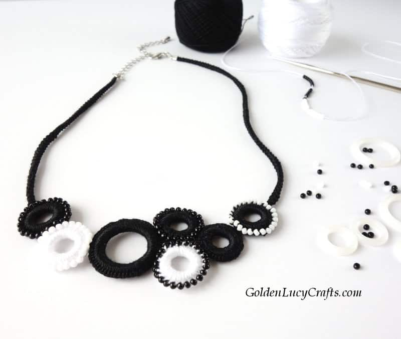 DIY crochet necklace, crochet jewelry, beaded necklace
