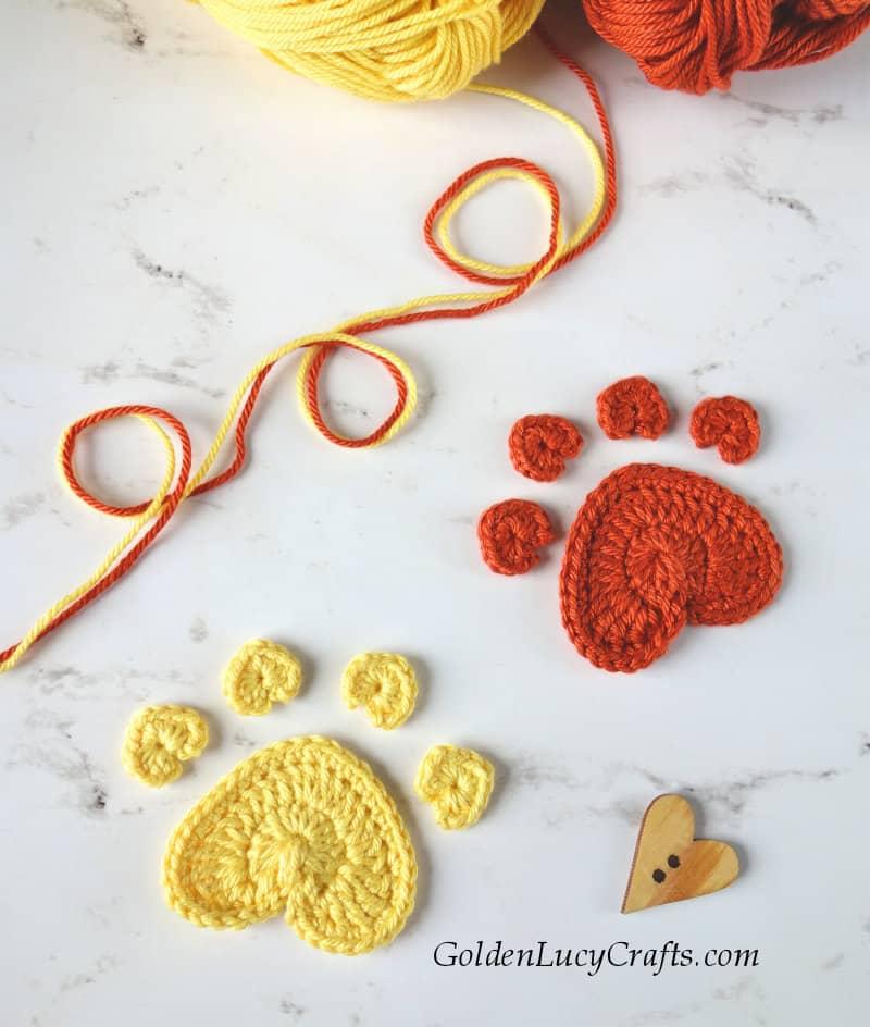 Crochet dog paw print