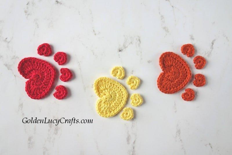 Crochet paw print appliques free pattern