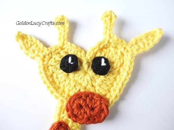 Crochet cute giraffe applique, heart-shaped applique