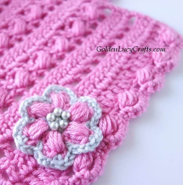 Crochet scarf, crochet flower, close up image
