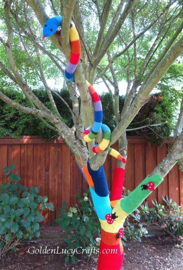 Crochet snake, crochet toy snake free pattern, yanbombing, amigurumi crochet snake.