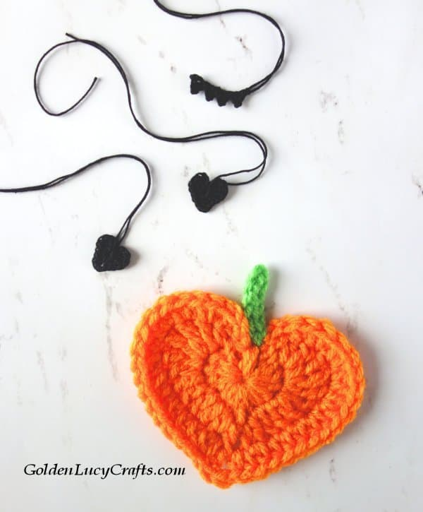 Crochet pumpkin, heart-shaped, applique, Halloween decorations