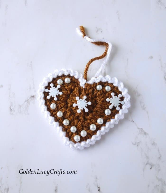 Crochet Gingerbread Hearts, Christmas ornaments, holiday decorations, free crochet pattern