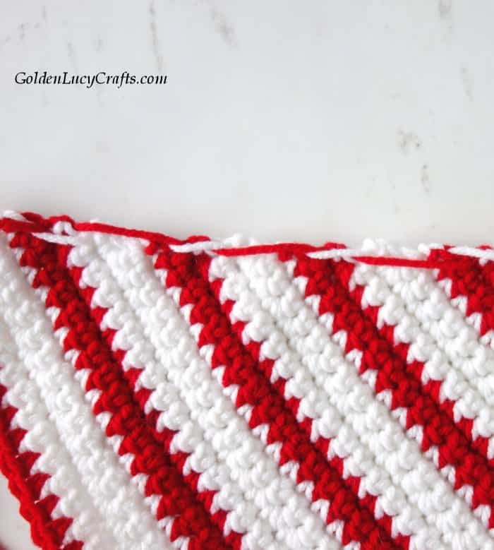 Crochet Christmas dog scarf, DIY, crocheting for pets, free crochet pattern