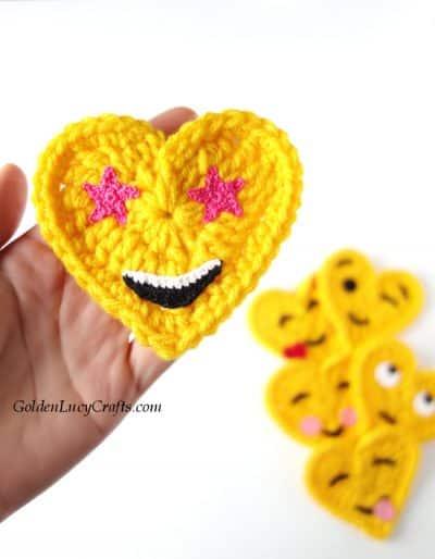 Crochet emoji, star eyes emoji, free crochet pattern, heart shaped emoji