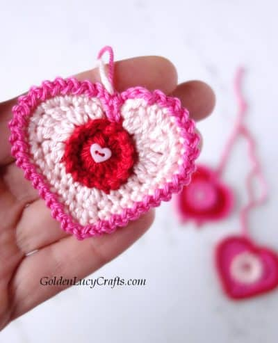 Crochet Valentine hearts, Valentine's Day decorations, free crochet pattern, crochet applique