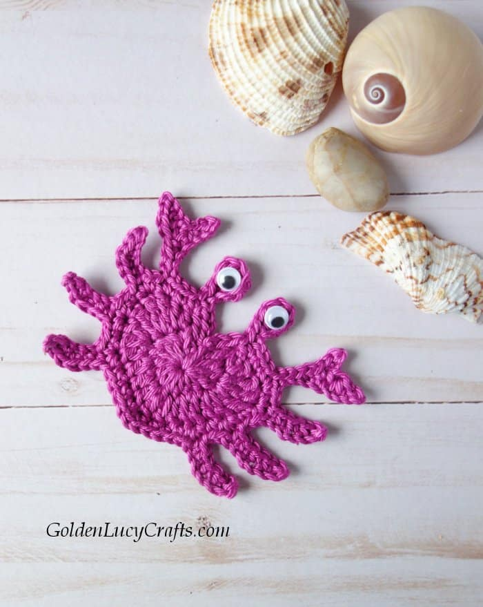 Crochet crab applique, heart crab, free crochet pattern, sea, ocean motif