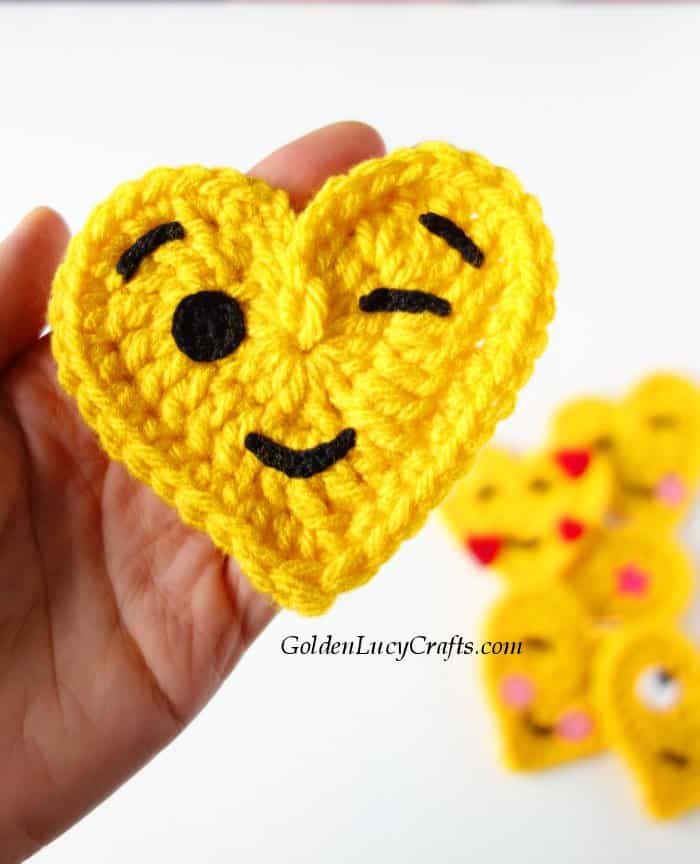 Crochet emoji winking face, heart-shaped emoji, free crochet pattern