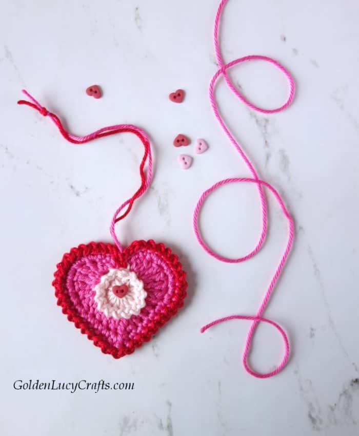 Crochet Valentine hearts, Valentine's Day decorations, free crochet pattern, crochet applique