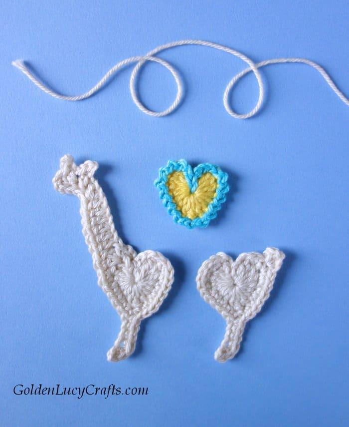 Crochet llama applique, free crochet pattern, heart llama, Valentine's Day crochet