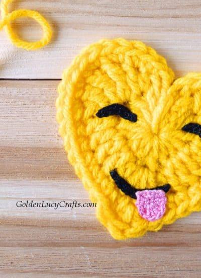 Crochet emoji, face savoring food, free pattern
