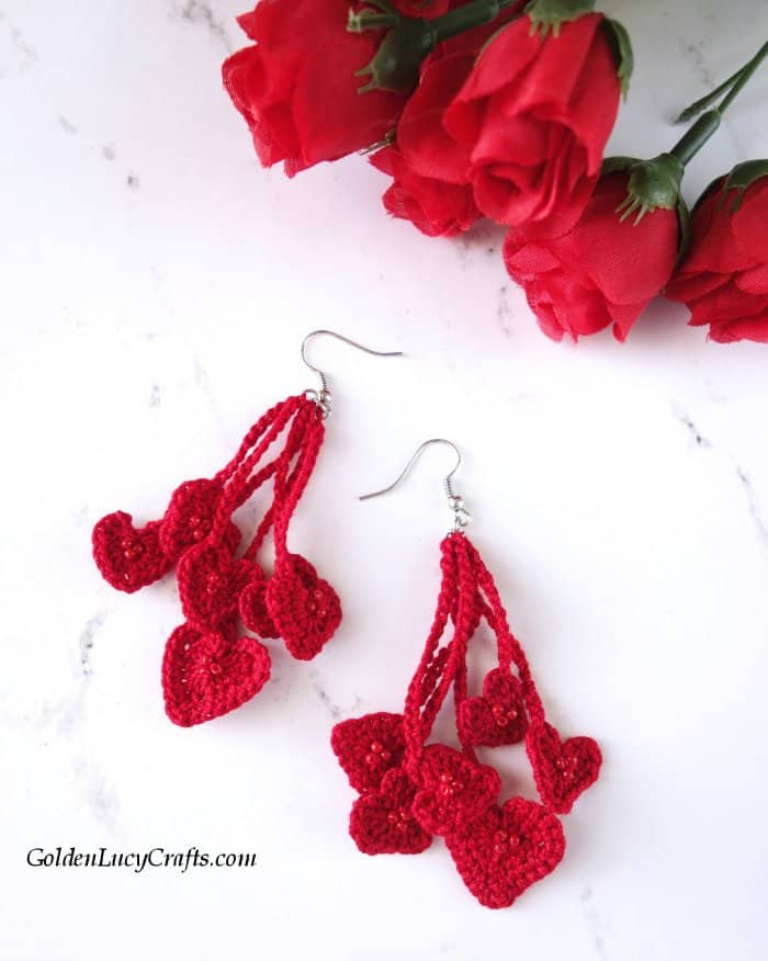 Crochet heart earrings, crochet jewelry, free pattern, Valentine's Day earrings