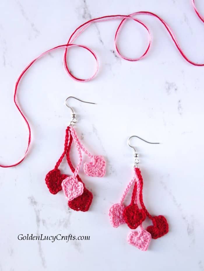 Crochet heart earrings in red and pink colors.