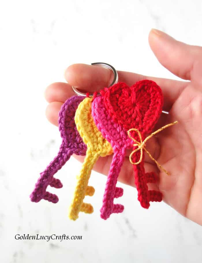 Crochet applique Key to My Heart, Valentine's Day crochet applique, heart shaped key