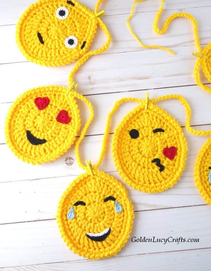 Crochet Easter Egg garland, Egg Emojis, Easter decorations, free crochet pattern