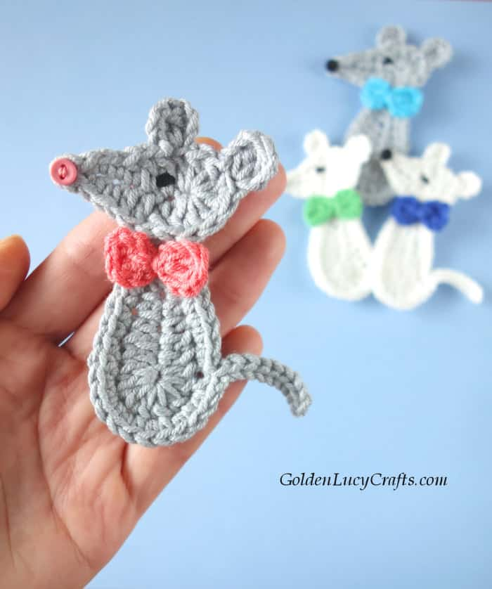 Crochet mouse applique, grey mouse with pink bow