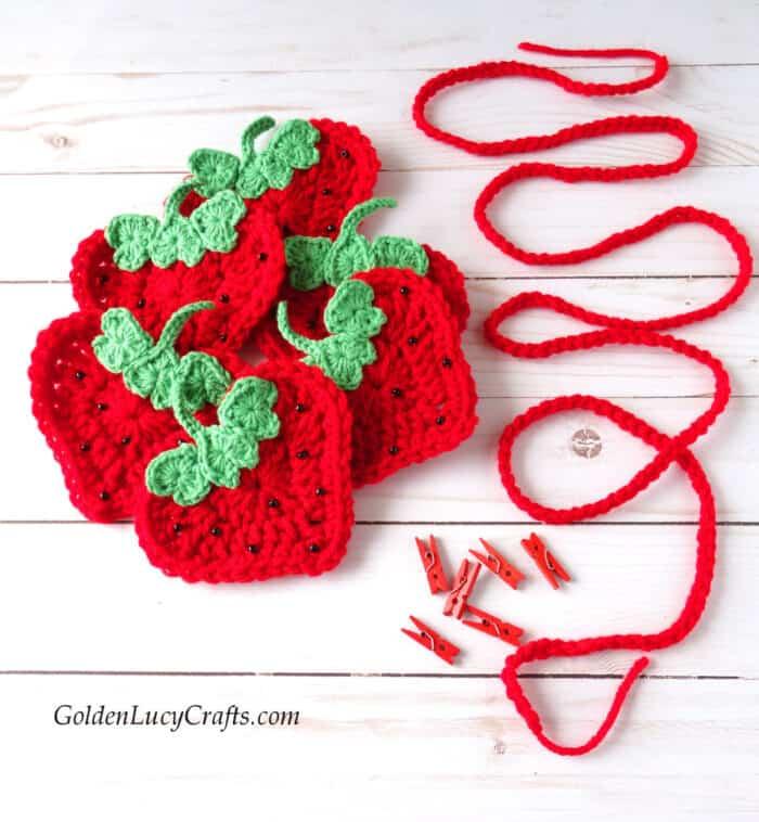 How to make crochet strawberry garland