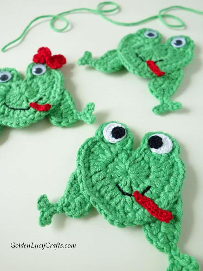 Crochet frog applique, heart-shaped frog
