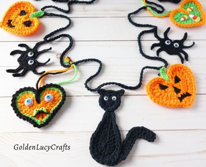 Crochet Halloween bunting pattern
