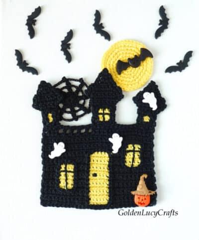 Crochet haunted house applique.