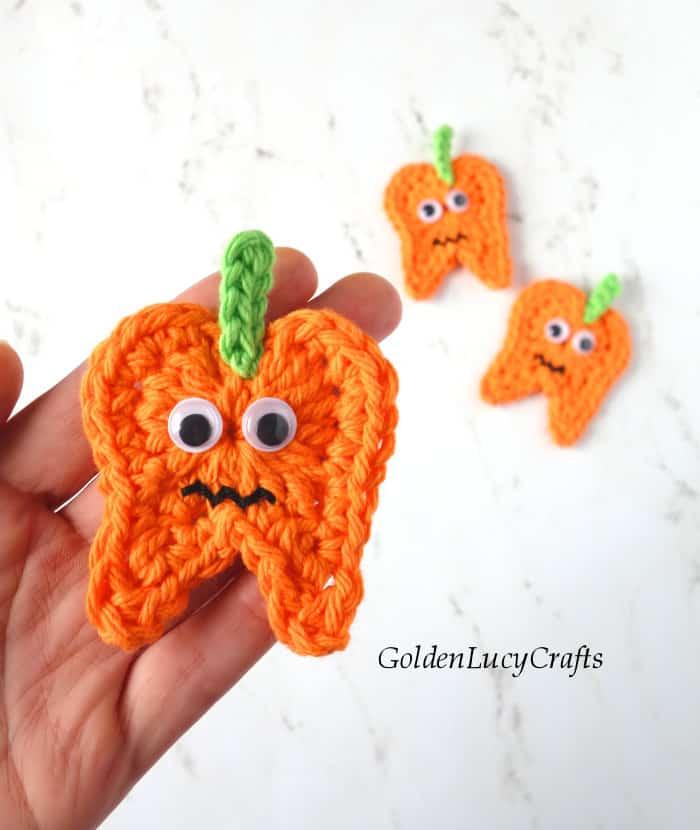 Crochet pumpkin tooth