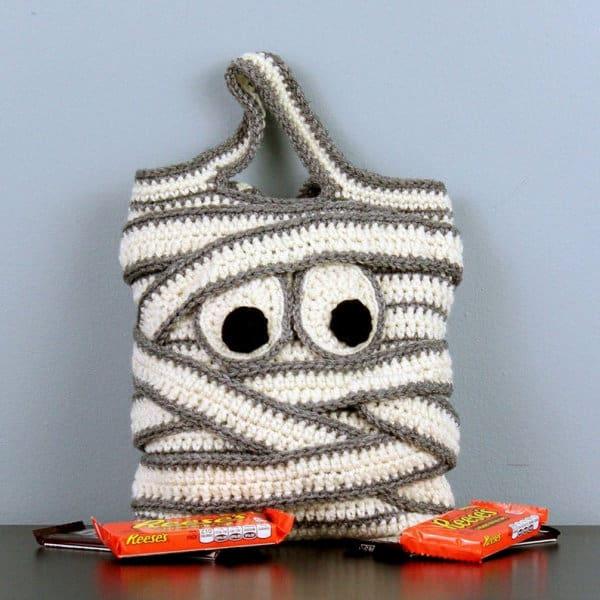 Crochet Mummy Trick-or-Treat Bag