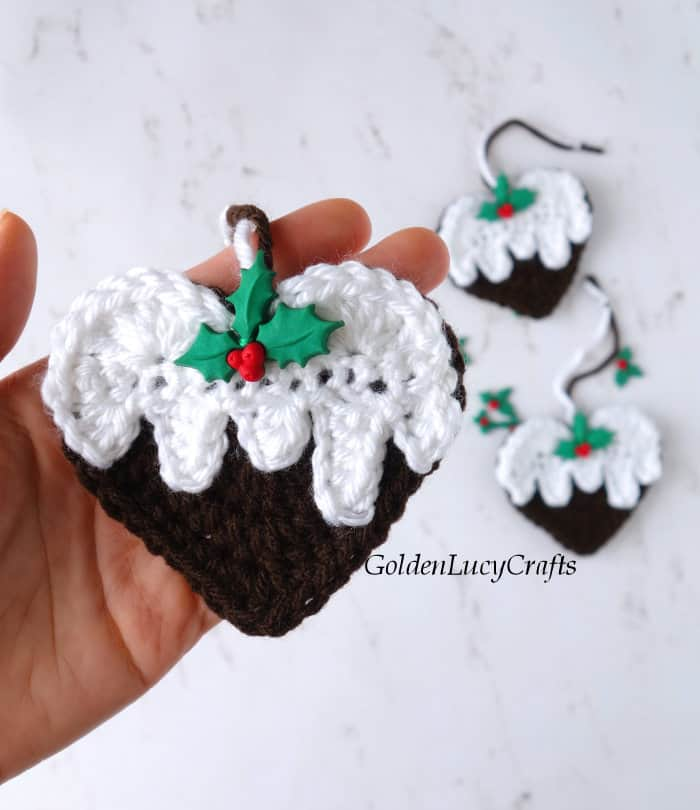 Christmas pudding heart-shaped ornament
