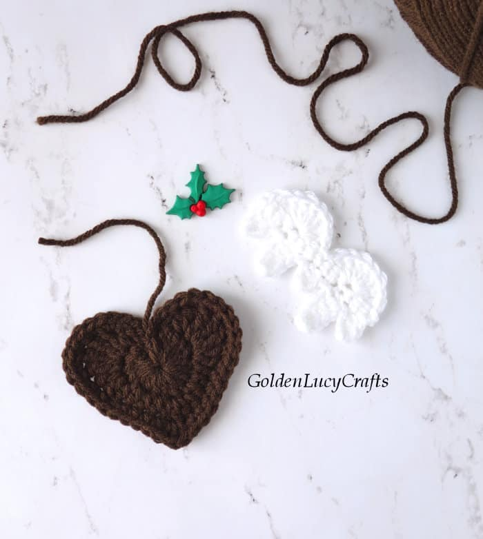 Crochet Christmas pudding - elements
