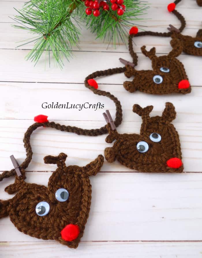 Crochet Christmas decoration - reindeer garland